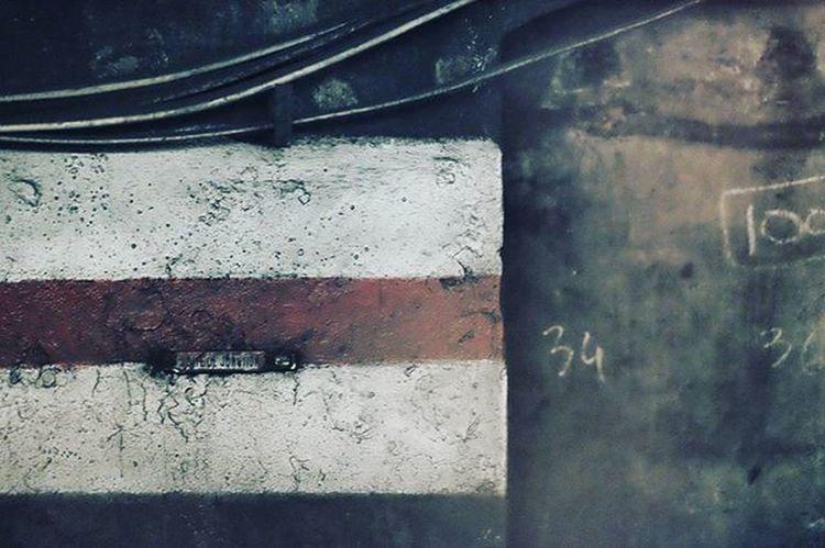 Metro Details Underground Igparis Ig_paris Fujifilm_xseries Fujifilm Instamood Symetric Geometry Geometric Courbesetlignes Lignes Courbes Streetphotograph Ig_underground Undergroundphotography Paristube