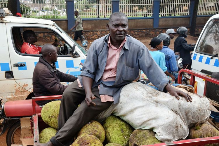 Streetphotography Street Vehicle Working People Fruits City Sitting Men Portrait Occupation Adventures In The City
