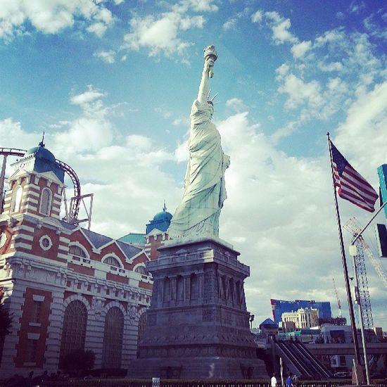 O.o Morning NeverToEarlyforSlots VegasStyle Vegas  LasVegasBLVD LasVegas USA FATamerica StatueOfLiberty onVNtime
