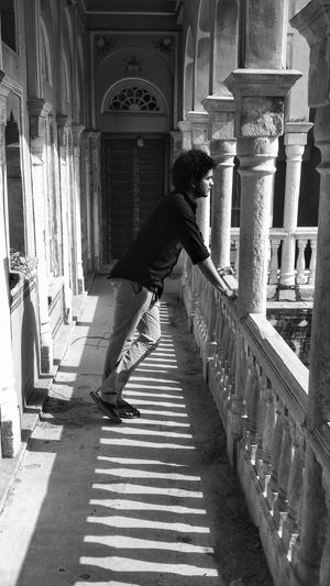 Witnessesing miracles in the magnificent Mandawa ! Shades Of Grey EyeEm Best Shots Black And White Palace Incredible India Amazing Architecture Make Magic Happen Monochrome Light And Shadow