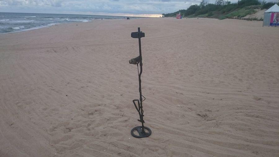 Beach Treasure Hunting... Fun Minelab Metal Detecting Metal Detector