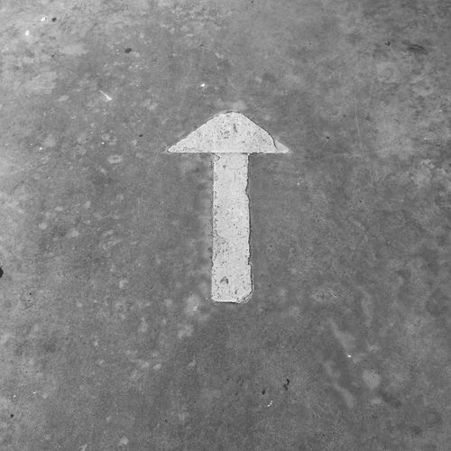 The arrows indicate the directions on the concrete floor. Concrete Concrete Floor Concrete Structure Arrow Symbol Arrow Symbol Arró One Way Arrow Arrow Sign Road Sign Traffic Arrow Sign Arrow Symbol No Parking Sign Road Warning Sign Signboard Direction Directional Sign