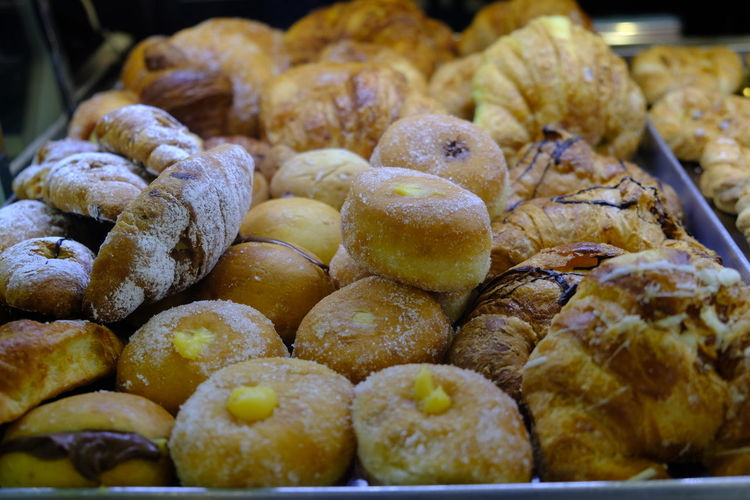 Italian pastries: croissants (Italian: cornetti) and zeppole, deep-fried dough ball, topped with powdered sugar, and filled with custard Breakfast Croissant For Breakfast Hungry Bakery Close-up Cornetti Cornetto Croissant Dieting Doughnut Fatty Food Food And Drink Freshness Indoors  Krapfen Large Group Of Objects No People Pastries Ready-to-eat Retail  Sweet Food Tasty Unhealthy Yummy