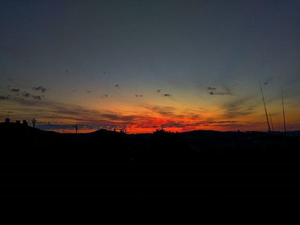 O amanhecer, aquele momento em que o Sol aparece no horizonte... Hoje estava classe mundial Nofilter Amanhecer Coimbra 239
