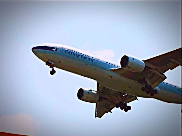 Cathay Pacific B777-200 B-HND