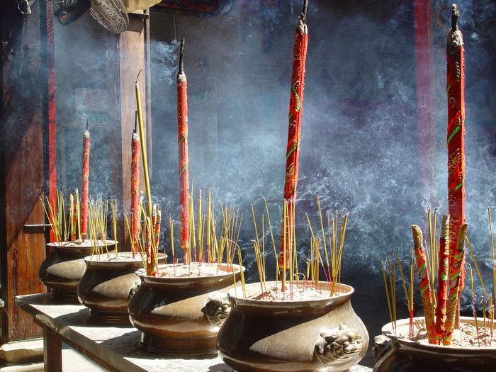 "Pagoda ""Thien Hau"" . http://www.raconets.com/es/2018/06/hochiminh2/ Winter Temple Travel Celebration Religion Vietnam Incense Pagoda Viajar Escapada Hochiminhcity Temple - Building Raconets Spirituality Pray God Smoke Moments Special Quiet Silence"