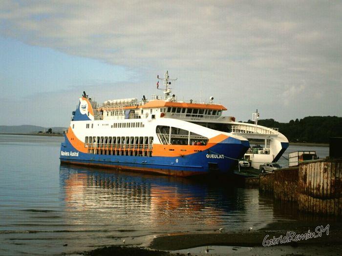 Ferry Queulat Relaxing Enjoying Life Mochileando Quellon Isla De Chiloe Sur De Chile Taking Photos Reflejos En El Agua
