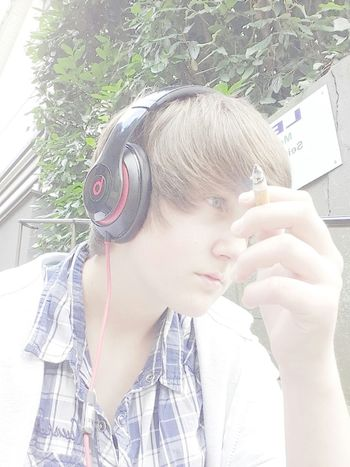 Hay :D Hi! That's Me Check This Out Hello World Enjoying Life Depressed Langeweileee Smoking Sad Moment BEATS Dont Know What To Do