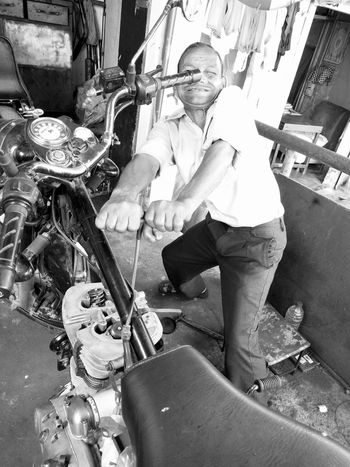 And Pull Motorcycles Street Photography Working With Hands Royal Enfield Motorcycle Maintenance Engine Repair Metal Portrait Parked Bike Mode Of Transport Transportation Streetsofindia Black And White Photography Black And White Dramatic Angles Lieblingsteil Second Acts