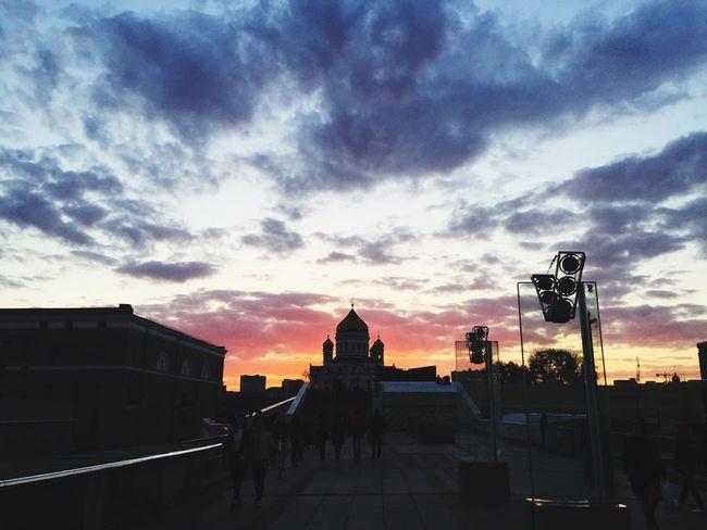 Arinanedobrayamood Moscow ХрамХристаСпасителя Закат Sunset Sky Clouds небо облака
