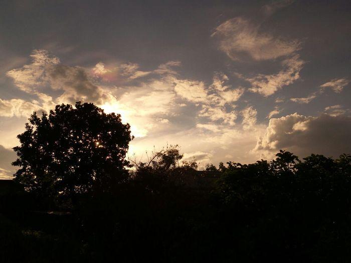 Aveces el tiempo es mi peor enemigo se lleva a quien yo quiero, para contemplar mi soledad.Skyporn Clouds And Sky Change Your Perspective Nature