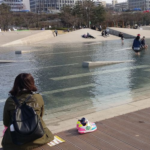 Hangang Park Yeouido Yeouido Hangang Park Waterfeature Shoes Woman Seoul Streetphotography Southkorea Seoulspring2017