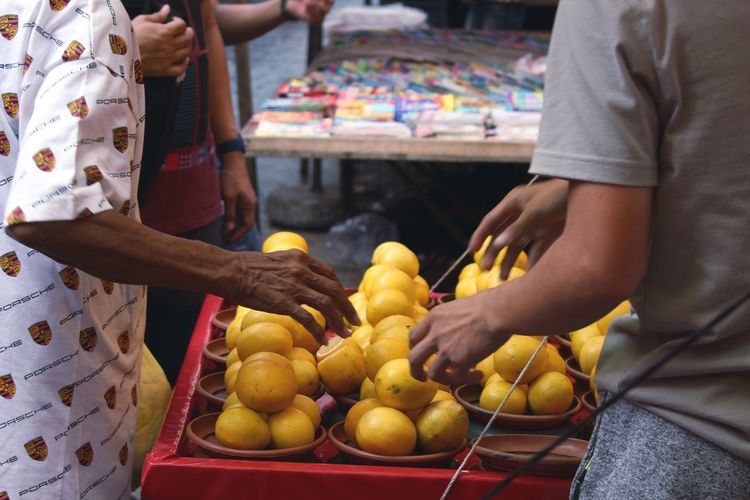 Paint The Town Yellow the Lemon Vendor Human Body Part Adult Indoors  Yellow Two People People Adults Only Food Human Hand Close-up Day Freshness Supermarket Lemon The Week On EyeEm EyeEmNewHere Outdoor Photography Vendor