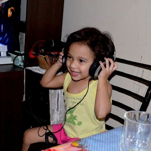 That's my niece Annie :) Sweetestkid