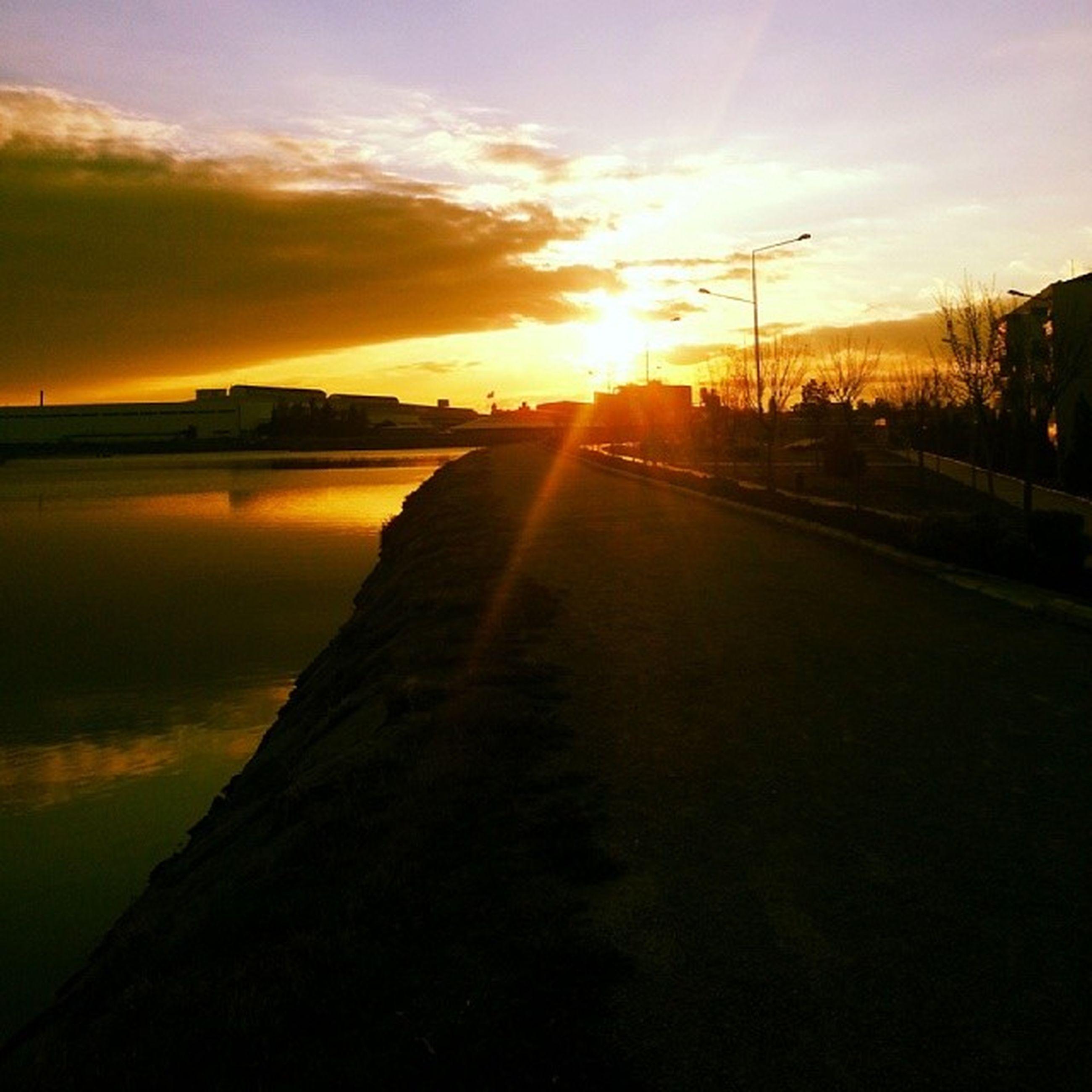 sunset, sun, orange color, water, sky, scenics, reflection, tranquil scene, sunlight, beauty in nature, silhouette, tranquility, sunbeam, lens flare, nature, idyllic, river, cloud - sky, sea, lake