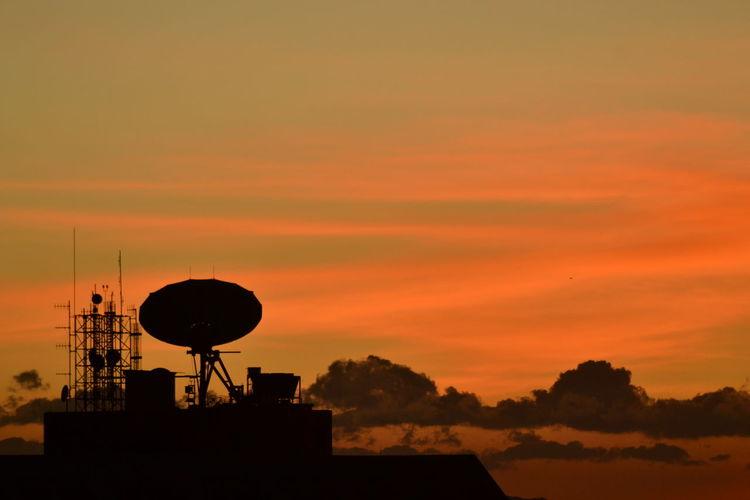 Se esconde el sol al occidente de la ciudad Atmosphere Atmospheric Mood Bogotacity Bogotá Cloud - Sky Colombia Colombia ♥  Dramatic Sky Global Communications Moody Sky No People Orange Color Outdoors Romantic Sky Satellite Dish Silhouette Sky Sunset Vibrant Color