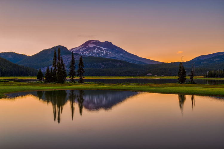 Beautiful Sparks Lake in Central Oregon sunrise tranquility serenity Bend Oregon Landscape_Collection Oregon Beauty In Nature Idyllic Lake Landscape Landscape_photography Mountain Mountain Range Nature No People Non-urban Scene Outdoors Outdoors Photograpghy  Plant Reflection Scenics - Nature Snowcapped Mountain Sparks Lake Sunset Tranquil Scene Tranquility Water Waterfront