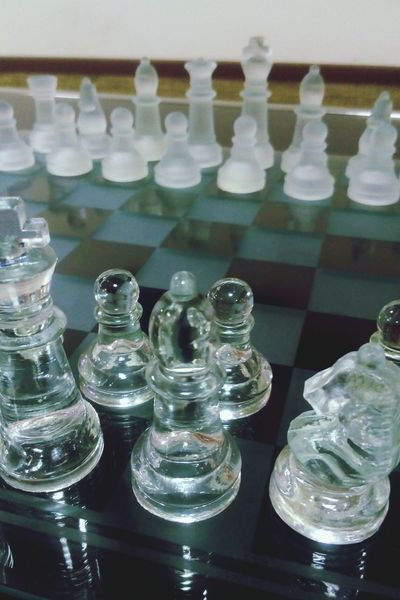 Yes, i dont know how to play...but i love the beauty of chess.. Chessboard Checkmates Glass Chess
