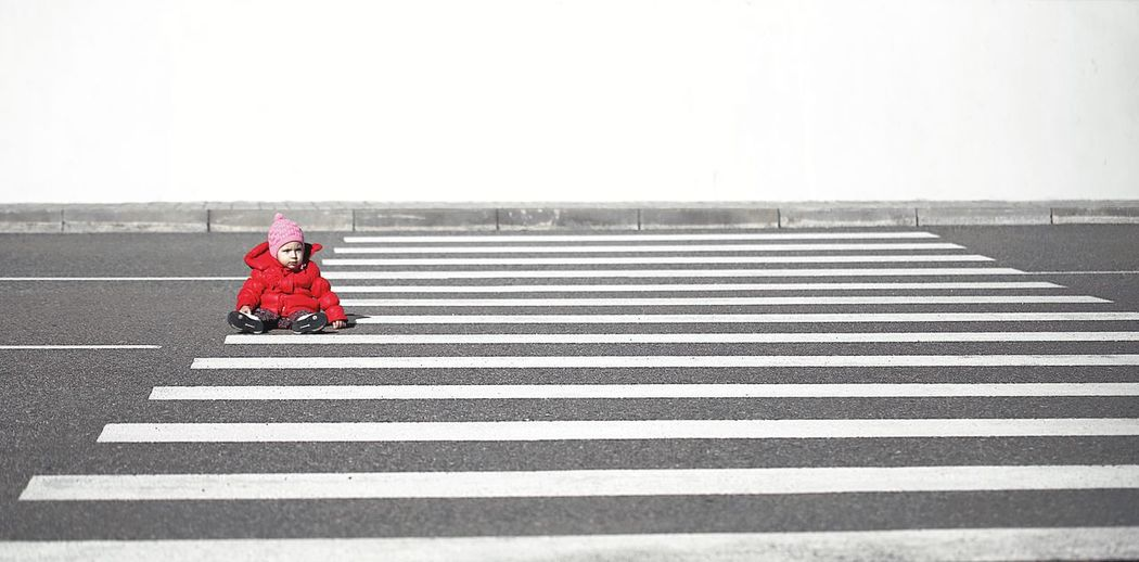 on the road Child Road Crossroads Crossing Crossing The Street Crossing The Road Red Red Color Minimalism Minimalism Photography Love Yourself Mobility In Mega Cities Colour Your Horizn Stories From The City Inner Power This Is Family Adventures In The City The Street Photographer - 2018 EyeEm Awards The Creative - 2018 EyeEm Awards A New Beginning 17.62° Moms & Dads Streetwise Photography