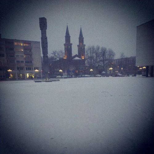 Schnee. Überall Schnee. Und ich mit Sandalen. Juche!