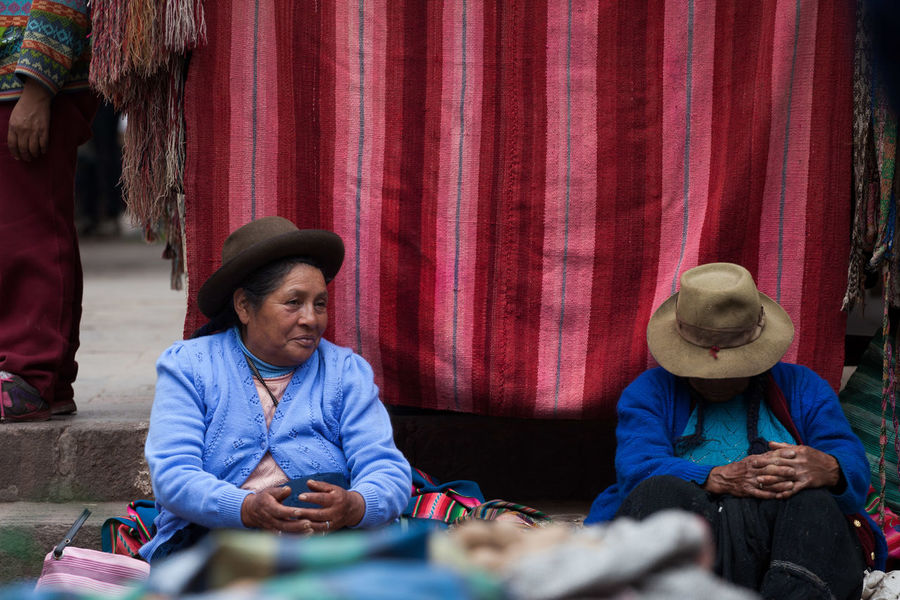 Andes Culture Culture And Tradition Market Pisac Pisac Perú Real People South America Traditional Clothing Travel