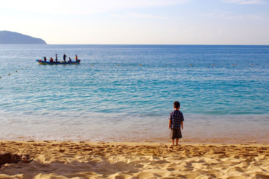 Beach Beutiful Place  Boat Color Enjoying Life Kid Landscape Landscape_photography Lanscape_Collection  Sea And Blue Sky People