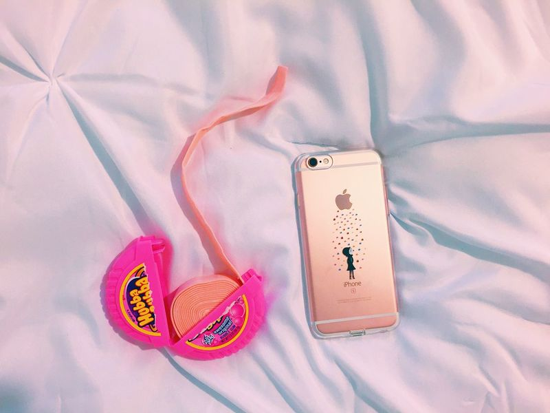 My phone matches my gum. Iphone6s Rose Gold Gum Check This Out Enjoying Life Minimalism