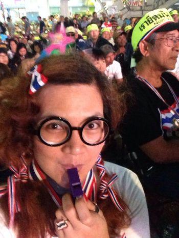 Thaiuprising Shutdown Bangkok คืนนี้ฉายเดี่ยว ถ่ายรูปกับมวลมหาประชาชนสักรูปซิ! ? อิบอดกู้ชาติ กบฏ56