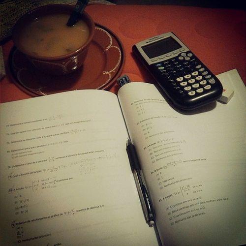 É assim que estuda e se come ao mesmo tempo...Sopa Cama Matem ática Soup bed math estudaxana sotiredofthisbullshit