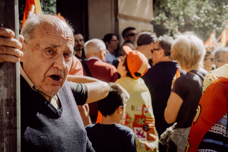 Katalanische Unabhängigkeitsbewegung, Independencia de Cataluña Barcelona Catalunya Democracy EyeEm Best Shots EyeEm Gallery Independence Patriotism Photojournalism SPAIN The Photojournalist - 2018 EyeEm Awards The Street Photographer - 2018 EyeEm Awards Crowd Demonstration Eye4photography  Flag Focus On Foreground Group Of People Portrait Senior Adult Senior Men Street Street Photography Streetphotography Urban Urban Life