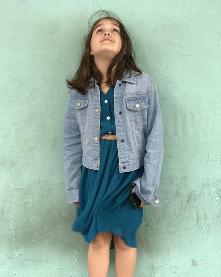Daphne VSCO VSCO Vscocam Model Modeling Portrait Standing Three Quarter Length Indoors  Long Hair Brown Hair Hairstyle Colored Background Blue Child Fashion