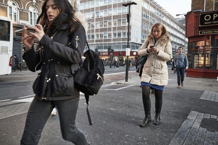 Only Women Outdoors Day Street Streetphotography Street Photography Girl Urban Life Streetphoto Walking Street Photo London Calling London London London!!! Londonstreets LONDON❤ Fitzrovialitter Candidshot Fitzrovia Jeans Candid Photography Urban London Streets Londononly City Street City Life