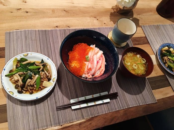 Today's Dinner カニいくら丼 にんにくの葉としめじと豚肉のオイスター炒め 蟹の味噌汁 Crab Crabs 蟹づくし Food Healthy Eating Ready-to-eat Cooking Food Porn Foodporn SoDelicious Japanese Food ふるさと納税