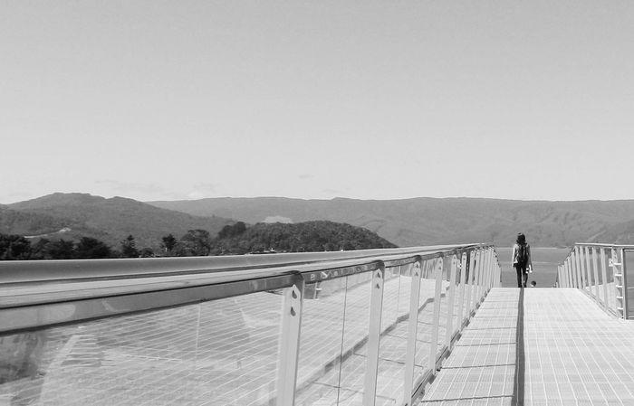 Black & White Blackandwhite EyeEm Gallery Horizon Love To Take Photos ❤ Monochrome Runway Simetry Taking Photos Walking
