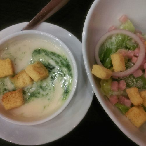 ซุปผักโขม ร้านนี้อร่อยสุดที่เคยกินมา 👍👍 Spinachsoup Cesar Baconsalad Delicious ♡ Yummy♡ Love This