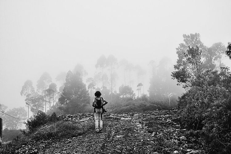 The lady who is facing the mist Beauty In Nature Nature Photography Fantastic Exhibition From My Point Of View Landscape_photography IPhoneography Indonesia_photography Adventure Time! Bnwphotography Blackandwhite Photography Bnw_collection