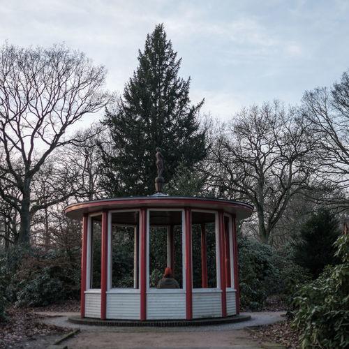 Stadtwald Laube Rotkäppchen Winter It's Cold Outside Park Life Märchen Hamburg