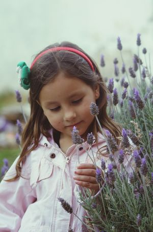 el hada de las flores...feliz miércoles amigos ! Streetphotography EyeEm Best Edits Children's Portraits EyeEm Best Shots