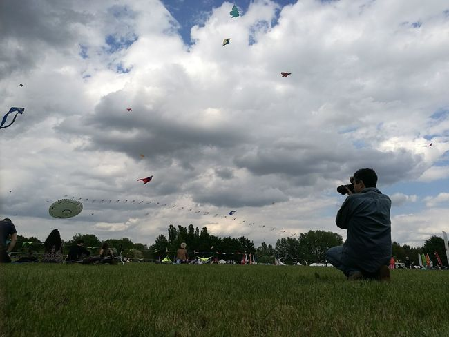 Cloud - Sky Flying Sky People Grass Kite - Toy Sport Leisure Activity Mid-air Two People Soccer Playing Sports Team Adult Outdoors Day Full Length Only Men Togetherness Airshow EyeEmNewHere