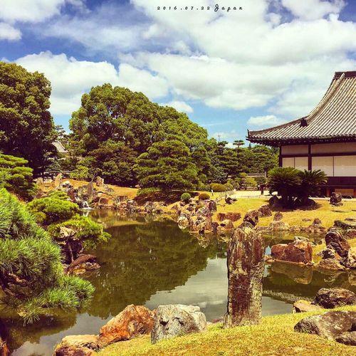 "最後一天在京都,去了舊二條城。二條,德川家康駐節地,江戶幕府權利的象徵,忽然讓我想起了PS中的""戰國無雙"",""鬼武者""。 Photography IPhoneography First Eyeem Photo Hello World Enjoying Life Japan Tokyo Japanese Architecture Travel Sunshine Tree Green Architecture"