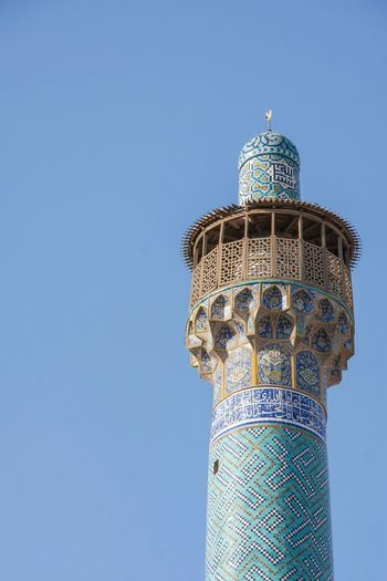 Minaret at the Shahmosque in Naqsh-e Jahan Sq Isfahan,IRAN. So stunning. Minaretsofworld Mosaic Tiles Blue Sky Blue Culture Islamic Architecture Blue Wave