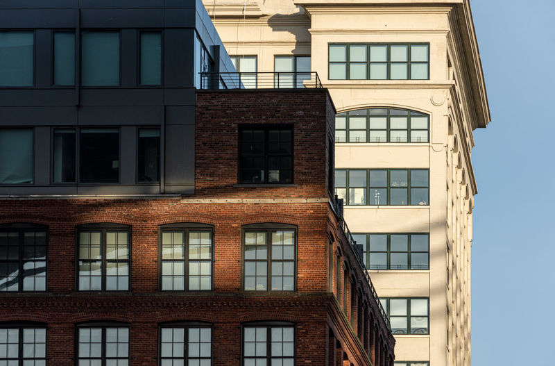 Architectural detail New York Building Appartment Closeup Detail Architecture Windows Sunlight Shadows Bricks Brooklyn New York DUMBO Warehouse Warehouse District Low Angle View No People Building Exterior Backgrounds Outdoors Daytime Architectural Detail Real Estate The Architect - 2019 EyeEm Awards
