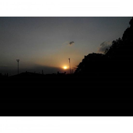 """tak apa... santai saja... aku tak sendiri menunggumu... ada Senja  yang Jingga disini menemaniku... sampai kau datang...kemarin"" Sabuga Bandung Lenovotography Sunset Pocketphotography Photostory Titik_tiga Lzybstrd"