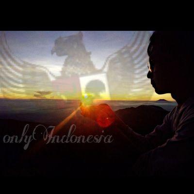 Onlyindonesia GoldenSunrise Sun Sunrise Amazing CTC A Lingkarindonesia LingkarIndonesiaChallenge Betahngemprah Exploreanything Exploreindonesia Explorecentraljava Travel Id Indotravellers Id_pendaki Doyandolan Bestoftheday Travelersid