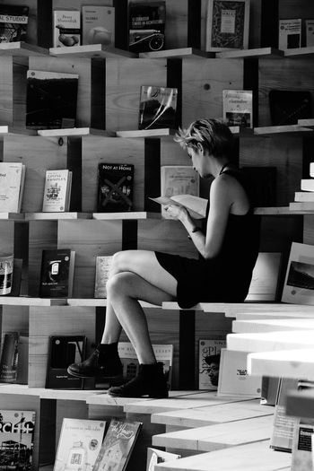 ArtWork Black And White Books Bookshelf Eye4photography  EyeEm Best Shots EyeEm Gallery Portrait Of A Girl Portrait Of A Woman Reading Reading A Book Sitting Sitting Alone Sitting On A Bench The Portraitist - 2016 EyeEm Awards The Street Photographer - 2016 EyeEm Awards People And Places