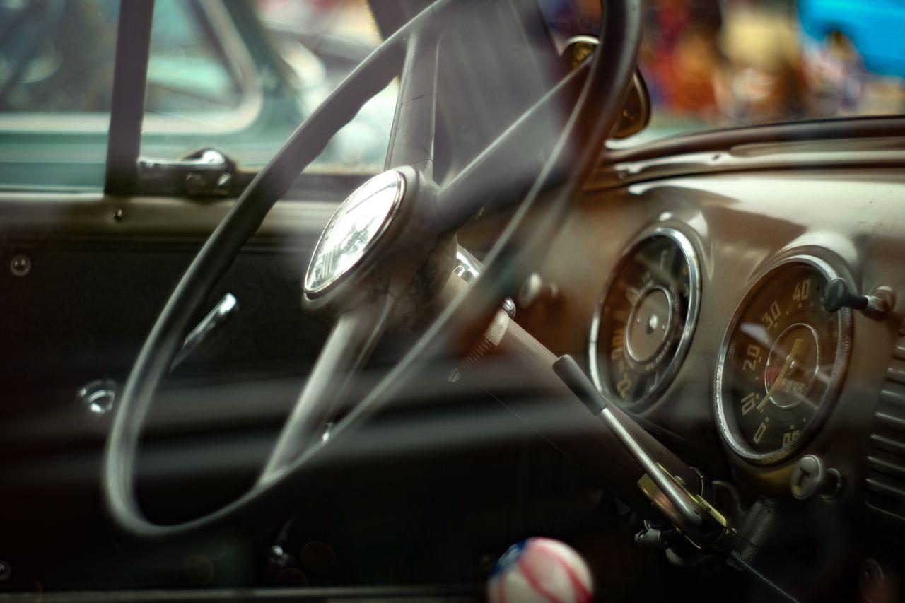 CLOSE-UP OF VINTAGE CAR ON WINDSHIELD
