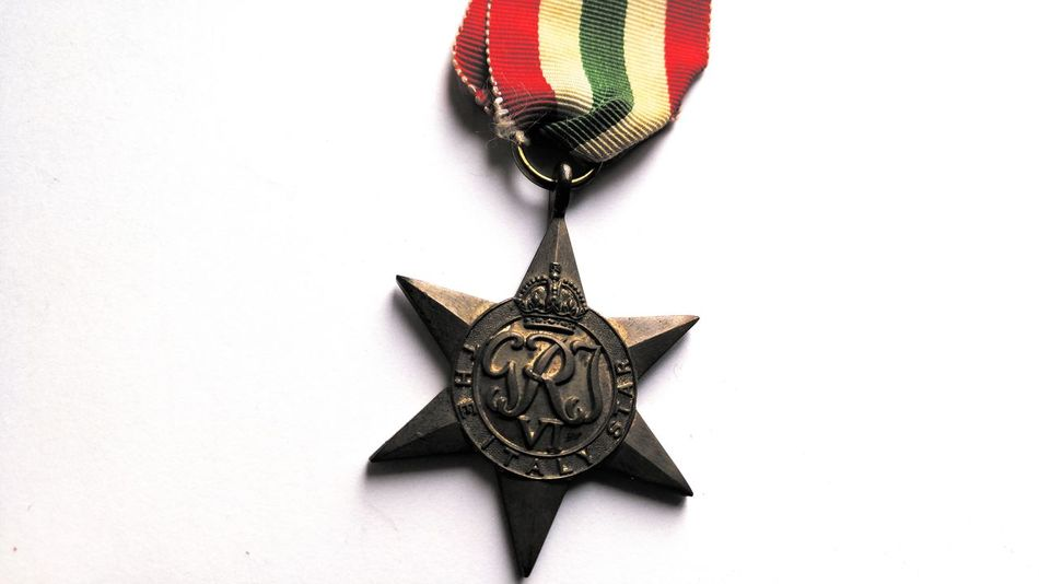 Italy Star War Medals Medal Of Honor Medal Of Courage 1939 - 1945 Ww2 Courage Honor Country Canadians Dad Canadian Soldiers Service Military Lieblingsteil Decorated Soldier Give Peace A Chance In Memoriam War Fighting For Freedom Come Together