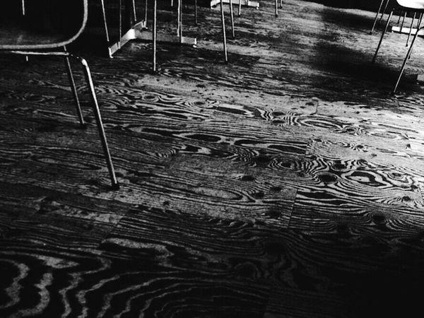12月は嫌い…。みんながニコニコするから…。 Monochrome_life EyeEm Best Shots - Black + White 白黒 Flooring Bw_JAPAN EyeEmJapan Nightphotography モノクロ