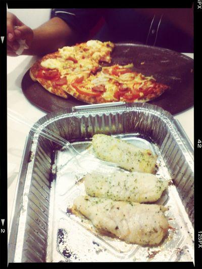 2 de febrero... isa cabrera vino a comer conmigo y yo sigo con el sacrificio... Telepizza  Lola Rivera Febrero 2013 La Cocina De Lola