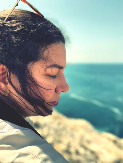 Amor en el mar EyeEm Selects One Person Headshot Real People Portrait Sea Water Young Adult Nature Adult Sky Day Beach Contemplation Sunlight Young Women Close-up